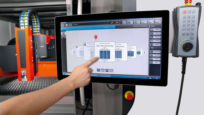 Simple operation: Operators control the entire cutting process using a 22-inch touch screen with just a few swipes of the finger.